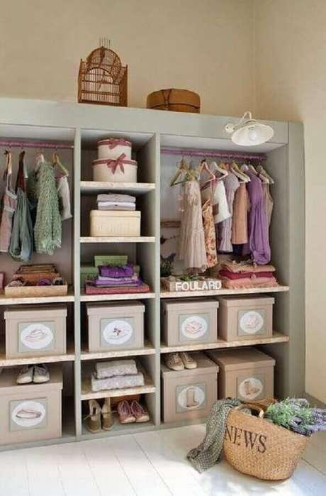 32. O guarda roupa infantil também merece ser organizado com caixas organizadoras bem bonitas – Foto: Pinterest