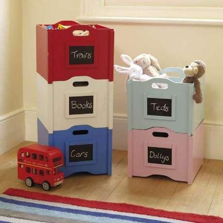 8. Alguns modelos de caixas organizadoras de plásticos encaixam entre si otimizando melhor o espaço – Foto: Home Decoration