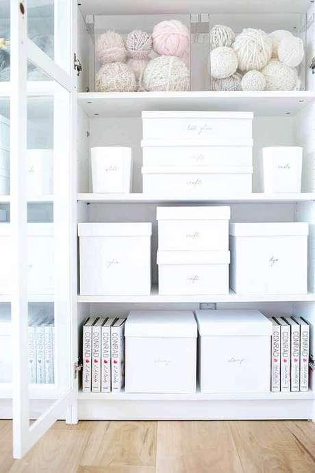 2. A caixa organizadora é um item indispensável para manter o armário sempre organizado – Foto: Lauren Conrad