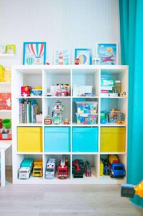 48. Invista em caixas organizadoras bem coloridas para decorar o quarto infantil – Foto: Yandex