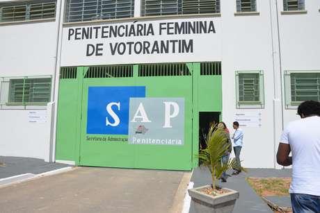 Fachada da Penitenciária Feminina de Votorantim, no dia de sua inauguração, em 2017