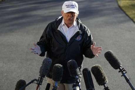 Trump defende muro e reafirma que México pagará construção