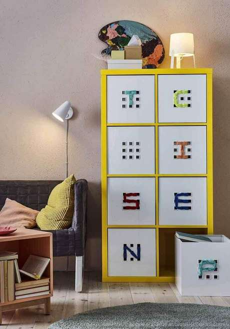 54. Decoração colorida com caixas organizadoras – Foto: Pinterest