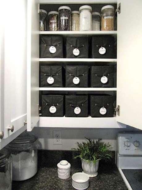 57. A cozinha também precisa de caixas organizadoras para manter todos os utensílios sempre em ordem – Foto: Sew Many Ways