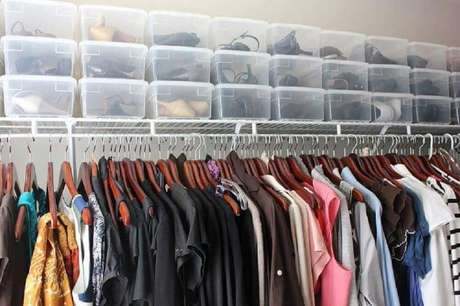 60. Organização de sapatos para closet com caixa organizadora com tampa – Foto: Grace Brooke
