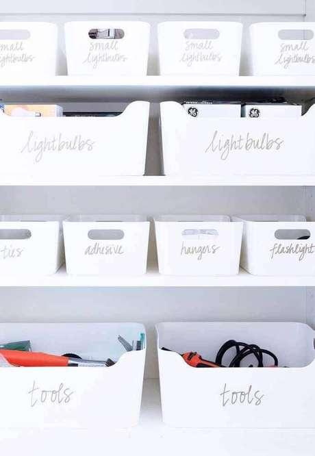 61. Decoração clean com caixas organizadoras de plástico – Foto: Pinterest