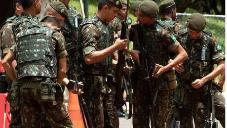 As Forças Armadas têm um efetivo espalhado por todo o país de mais de 370 mil pessoas, considerando Exército (225,4 mil), Marinha (78,3 mil) e Aeronáutica (68 mil)