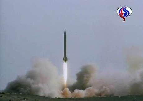 Imagem de vídeo de teste de míssil iraniano 09/07/2008 REUTERS/Iran tv via Reuters TV