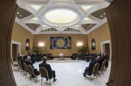 Papa recebe bispos chilenos para debater combate a pedofilia