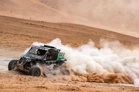 Brasileiros superam a primeira parte da etapa Maratona no Rally Dakar
