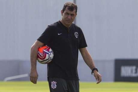 Carille promoveu seis mudanças no treino desta sexta-feira (Foto: Daniel Augusto Jr/Ag. Corinthians)