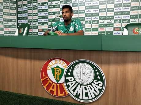 Matheus Fernandes concedeu sua primeira entrevista como jogador do Palmeiras nesta sexta (Foto: Thiago Ferri)