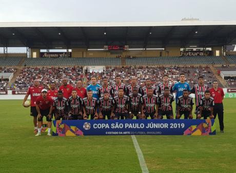 Equipe do São Paulo não tomou conhecimento do Rio Claro e conseguiu uma vitória tranquila em seu primeiro mata-mata da Copinha (Reprodução/Twitter)