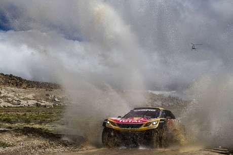 Peterhansel lidera terceira etapa do Dakar