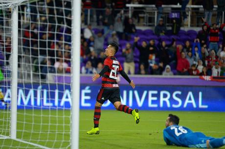Fernando Uribe comemora gol no duelo contra o Ajax pela Copa da Flórida
