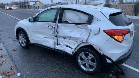 Motorista se envolve em acidente após dirigir com olhos cobertos por gorro