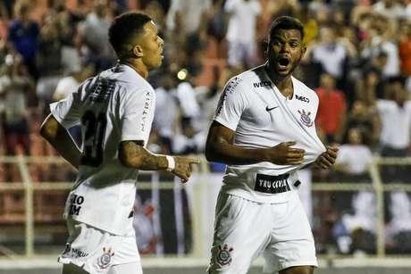 Corinthians goleia o Porto-PE e avança de fase na Copinha.