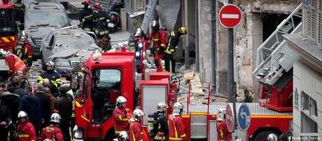 Carros e prédios nos arredores de padaria foram afetados por explosão