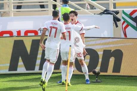 Taremi (17) e Amiri (11) comemoram o gol marcado por Azmoun (Foto: Divulgação/AFC)