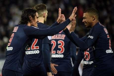 Cavani e Mbappé foram os destaques da partida (Foto: AFP)