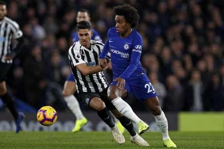 Willian foi o responsável por mais três pontos do Chelsea no Campeonato Inglês (AFP)