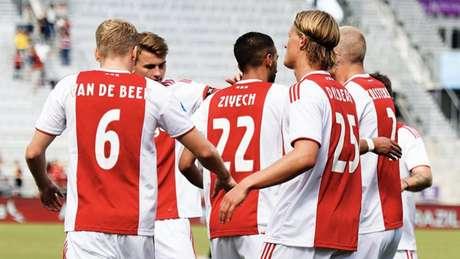 Jogadores do Ajax comemoram gol em Orlando - FOTO: Divulgação