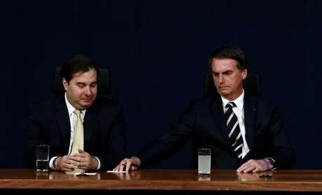 O presidente da câmara dos deputados, Rodrigo Maia e o presidente Jair Bolsonaro, durante solenidade de posse dos aprovados no vigésimo nono concurso público para provimentos de cargos de procurador da república, nesta sexta-feira (11), na procuradoria geral da república, em Brasília