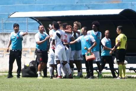 Jogadores do Vasco comemoram gol na Copinha
