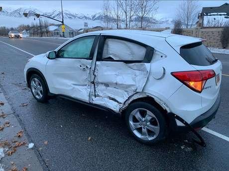 Motorista colidiu com outro veículo enquanto dirigia de olhos vendados.
