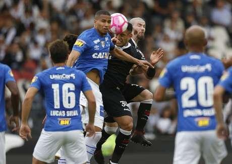Cacá estreou no profissional do Cruzeiro no dia 14 de outubro 766464311870b