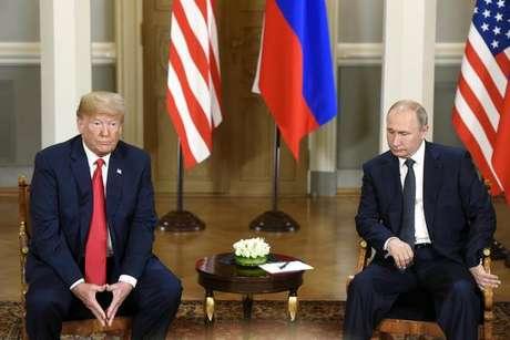 Trump nega ter omitido conversas com Putin