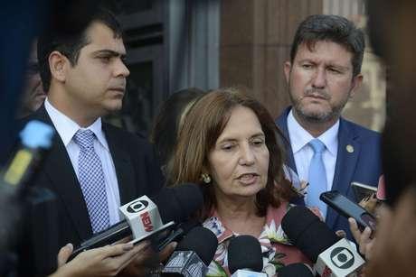 A deputada e delegada Martha Rocha teve o carro alvejado por tiros neste domingo (13)