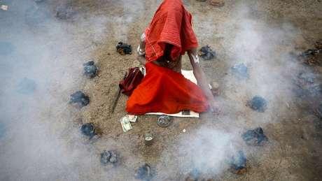 Pessoas de fora acham difícil entender os rituais dos aghori