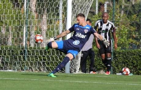Perri em ação pela equipe sub-23 do São Paulo, ainda em Cotia (Igor Amorim/saopaulofc.net)