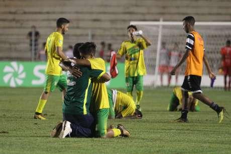 Jogadores do Galvez (AC) comemoram classificação após a vitória por 2 a 0 diante do XV de Piracicaba no Grupo 13 da Copa São Paulo de Futebol Júnior,