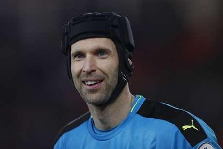 Cech é um dos grandes goleiros dos últimos anos (Foto: Adrian Dennis / AFP)