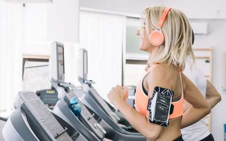 6 dicas para ter um bom desempenho ao correr na esteira