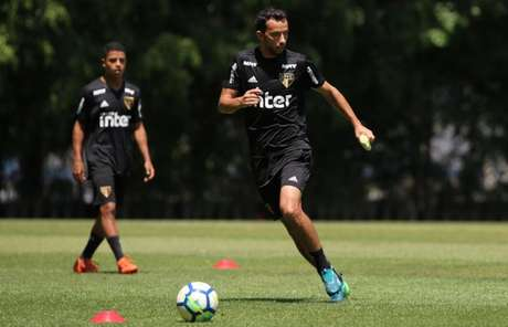 Nenê treinou no time titular nesta quarta-feira (Foto: Rubens Chiri/São Paulo FC)
