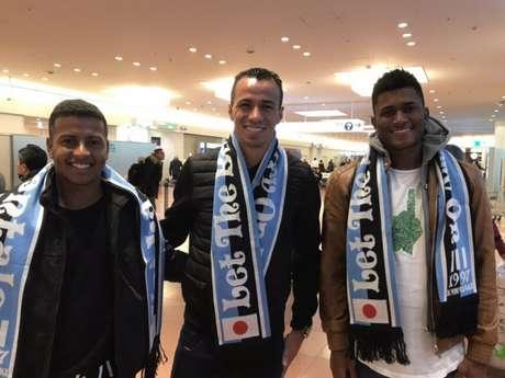 Damião ao lado de seus novos companheiros de clube (Foto: Reprodução)