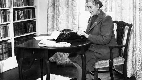 Agatha Christie é a romancista mais traduzida e que mais vendeu livros na história