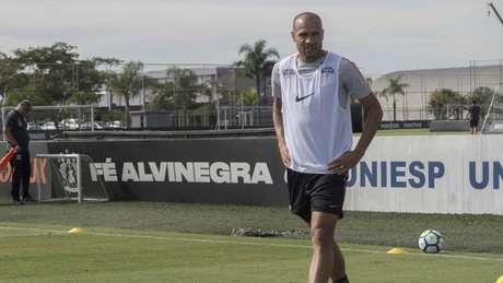 Atacante Roger encerrou sua passagem pelo Corinthians (Foto: Daniel Augusto Jr. / Ag. Corinthians)