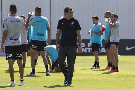 Técnico Fábio Carille trabalha com o elenco do Corinthians (Foto: Daniel Augusto Jr)