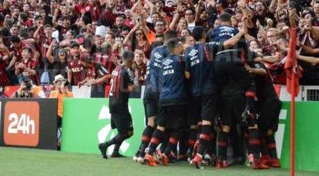 Em 2018, o Athletico derrotou o Coritiba na final na Arena da Baixada (Foto: Miguel Locatelli/ Site oficial)