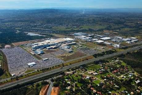 Vista aérea do complexo industrial da GM em Gravataí, que tem mais de 14 anos de atividades e a marca de 2,5 milhões de carros produzidos.
