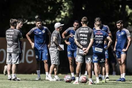 Sampaoli conversa com o elenco do Santos na pré-temporada: teste é neste sábado (Foto: Ivan Storti/Santos)
