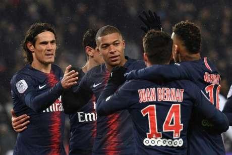 Trio de ataque marcou oito dos nove gols da partida (Foto: Anne-Christine Poujoulat / AFP)