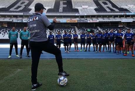 Botafogo renova contrato com peça importante até o final do ano