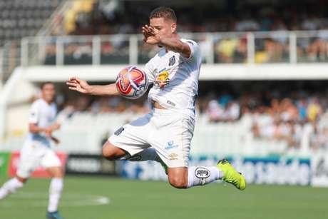 Jean Mota foi o melhor em campo e autor do gol da vitória santista (Foto: Ricardo Moreira/Fotoarena/Lancepress!)
