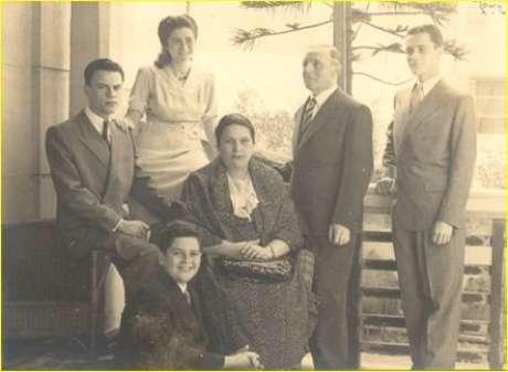 Família Gottlieb em 1939; grupo fugiu para o Brasil com certidões falsas de batismo