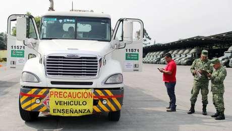Caminhões-tanque substituiram os dutos na distribuição de combustível no México